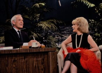 THE TONIGHT SHOW STARRING JOHNNY CARSON -- Air Date 04/25/1986 -- Pictured: (l-r) Actress/comedian Joan Rivers during an interview with host Johnny Carson on April 25, 1986 (Photo by Paul Drinkwater/NBCU Photo Bank/NBCUniversal via Getty Images via Getty Images)